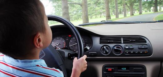10-ти летний мальчик за рулем
