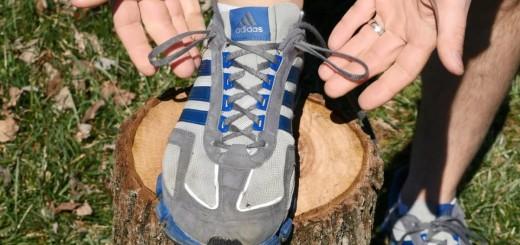 Не все знают, как правильно завязывать шнурки на кроссовках, или зачем нужны дополнительные два отверстия для шнурков.