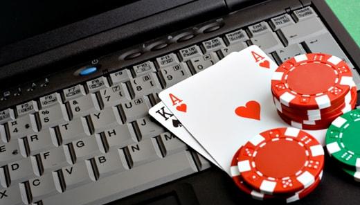 карты и фишки на клавиатуре