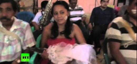 Самая необычная свадьба с рептилией
