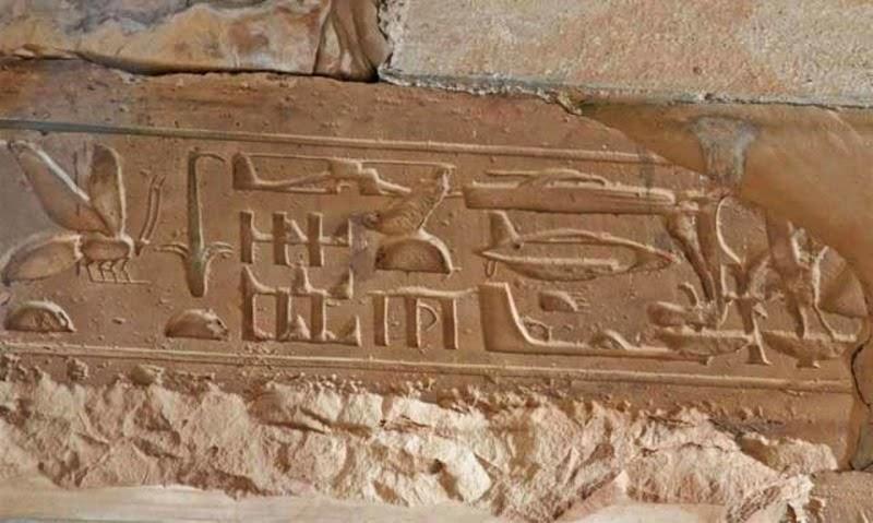 Изображения древнего Египта - динозавры, самолеты и вертолеты