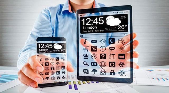 Планшет и смартфон в прозрачном корпусе