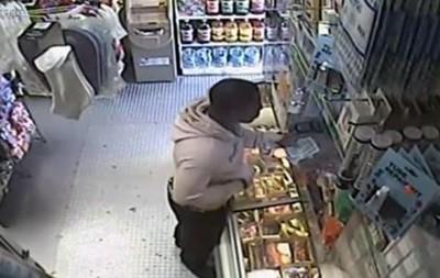 Ограбление магазина с помощью банана