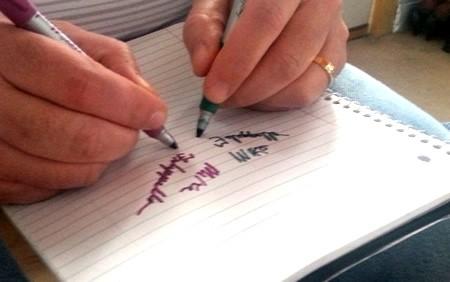 две руки писать2