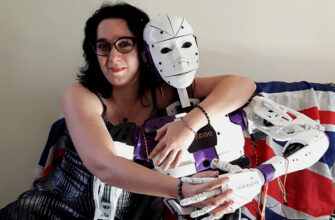 француженка выходит замуж за робота