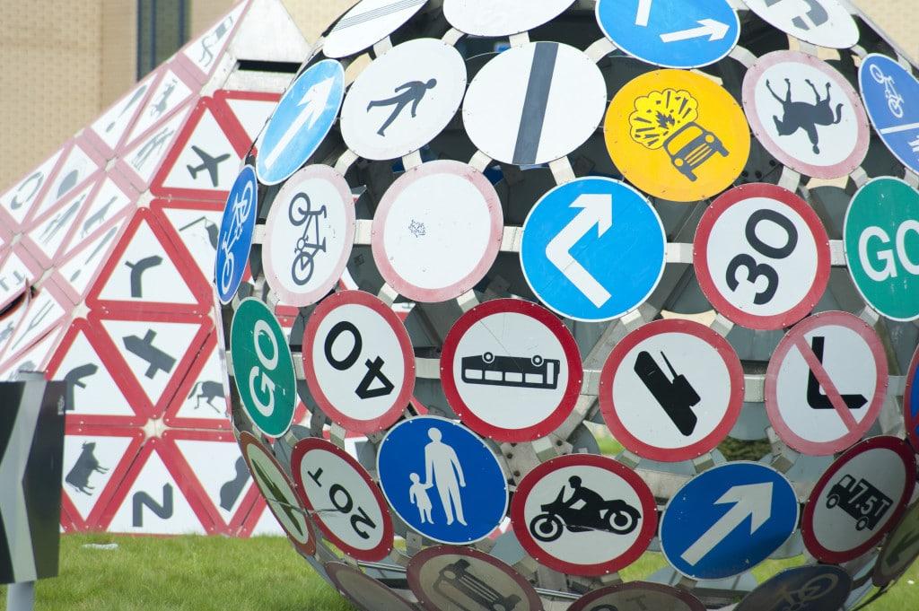 Интересные дорожные знаки мира